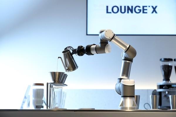 [푸드, 테크와 만나다] ③외식업계에도 로봇 열풍... 인간과 협업으로 시너지 낸다